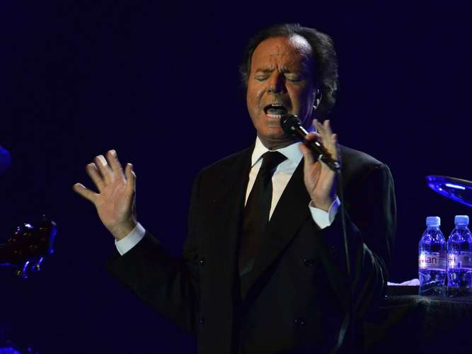 When you tell me that you love me-минусовка Julio Iglesias